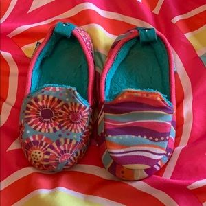 Chooze slippers size 9/10